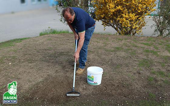 Rasen nachsäen mit Mini-Spiker